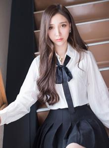 爱蜜社清纯美女模特淼淼萌萌哒白衬衫唯美写真图片