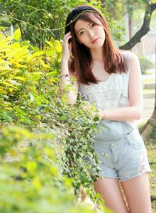 台湾大学清纯校花美女Brindy薛薛户外写真图片