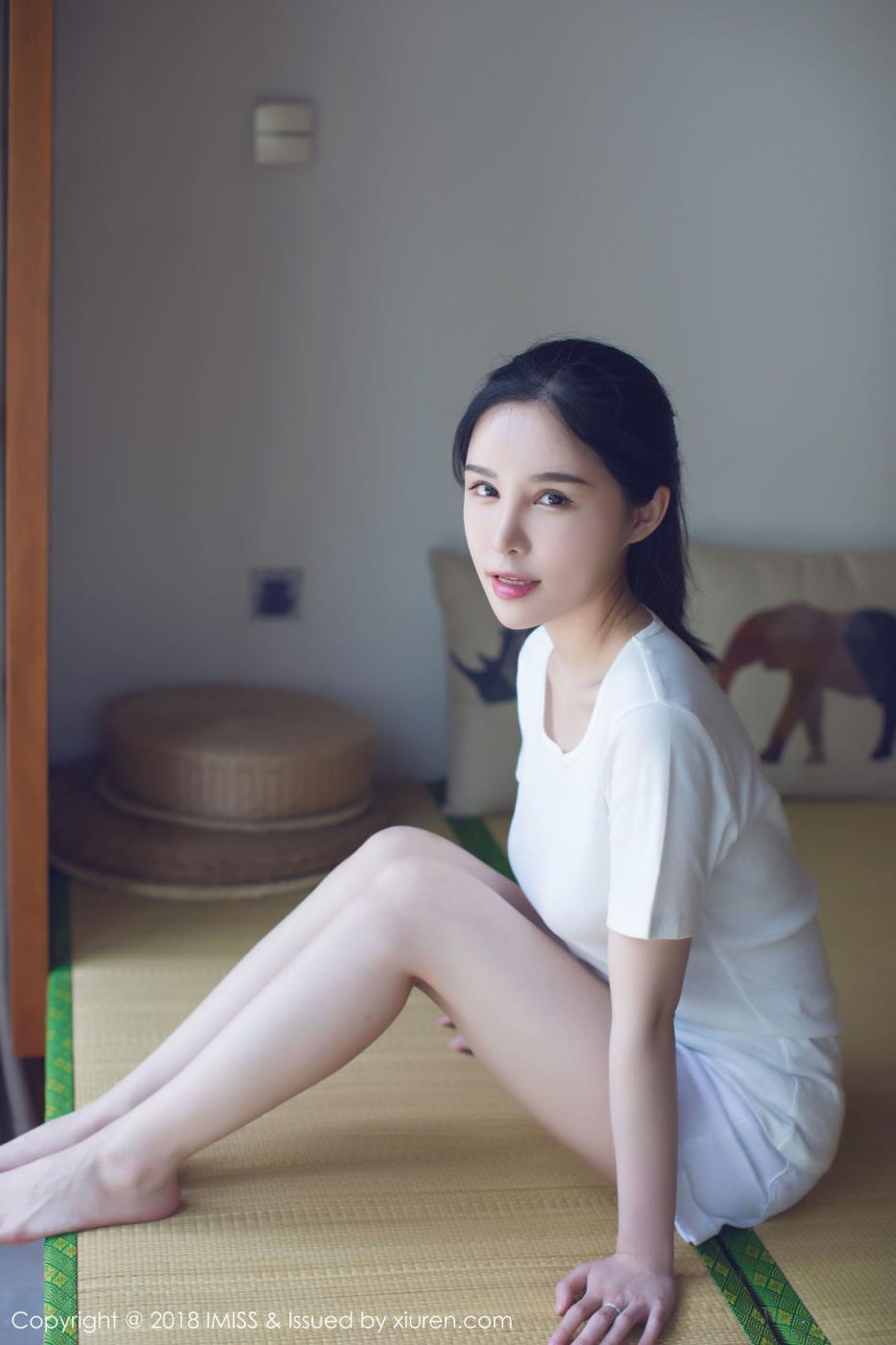 爱蜜社模特艾米Amy清纯美女白色吊带睡衣写真套图