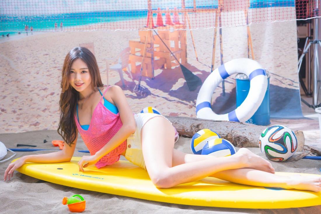 台湾女神清纯美女黄上晏Rubis修长美腿沙滩写真图片