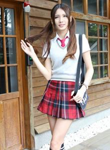 台湾大学清纯校花美少女蔡译心学生制服写真套图