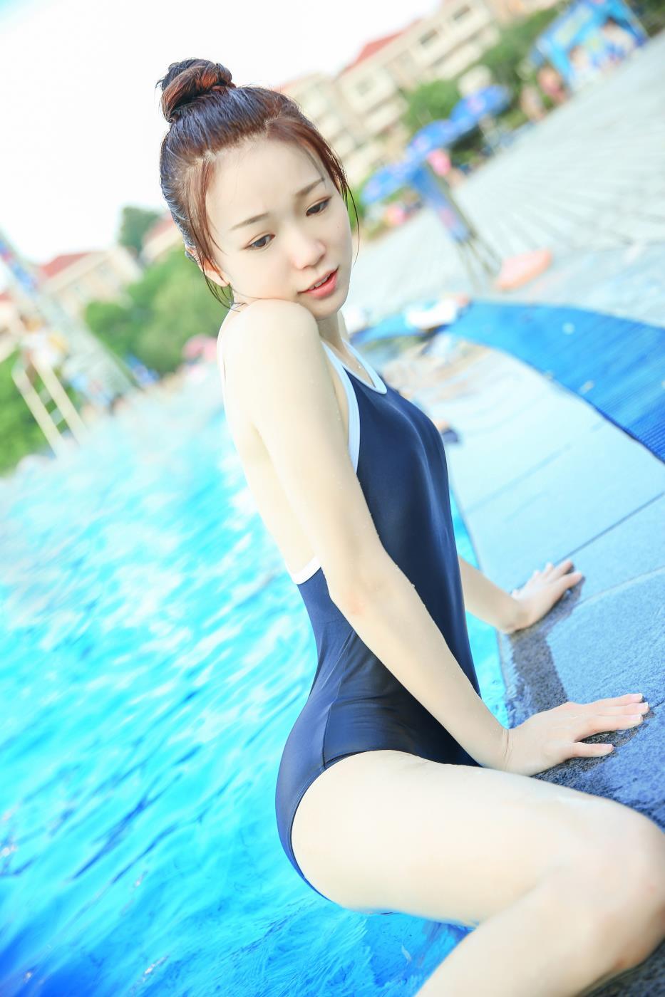 90后清纯美少女夏日泳装死库水唯美风日系写真