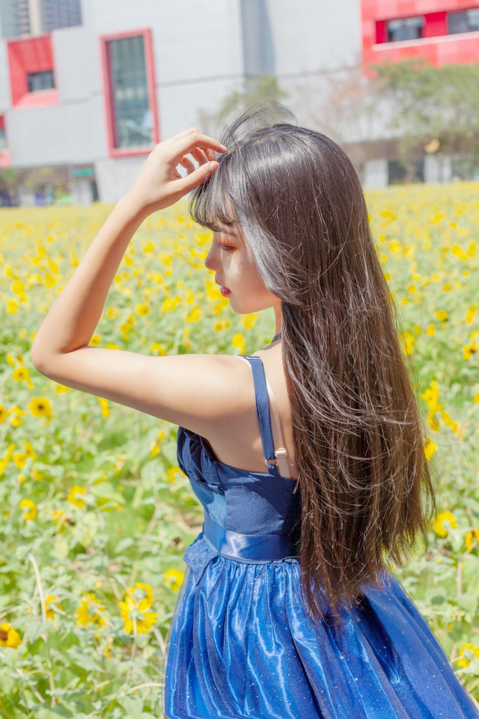 小清新美少女蓝色连衣裙户外唯美摄影写真图片