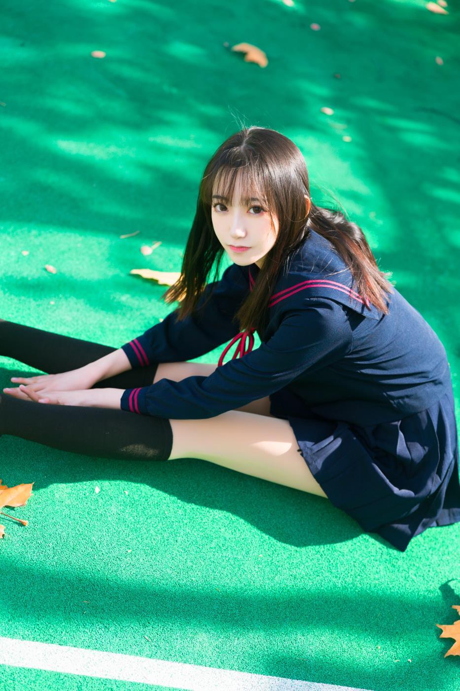 大学校花清纯美女制服少女俏皮可爱摄影写真图片