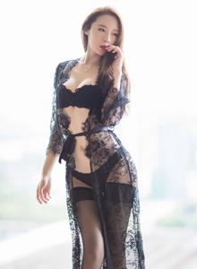 爱蜜社高挑美女模特梦心月Elsa修长美腿性感撩人写真