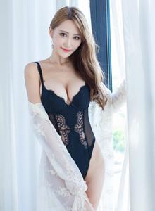 性感美女嫩模妤薇Vivian内衣诱惑裸足大尺度写真