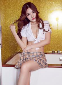 尤物馆王闵多极品御姐超短裙大秀修长美腿写真套图