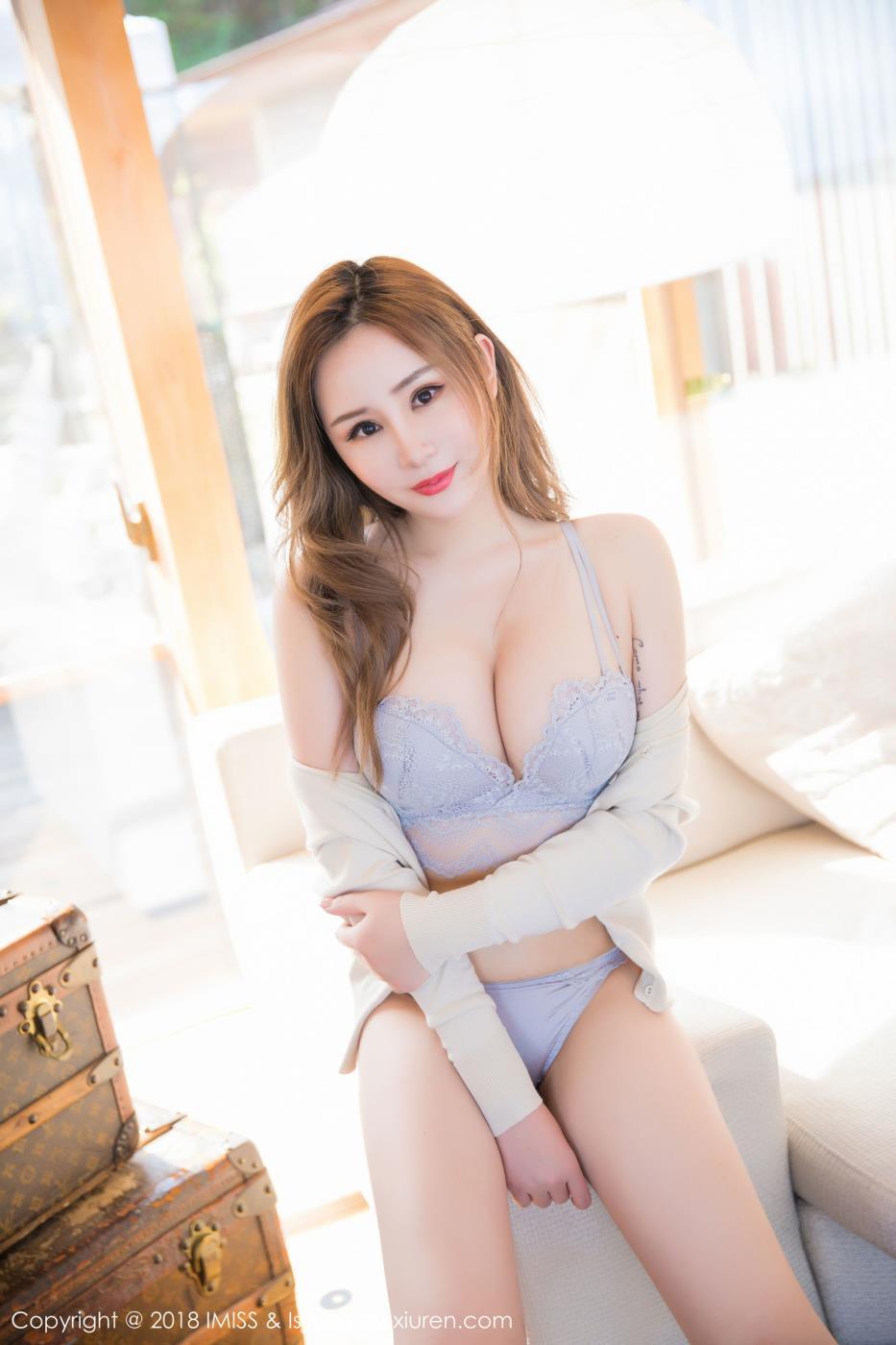 爱蜜社模特小奶昔Kyra丰满爆乳内衣诱惑白皙美女写真