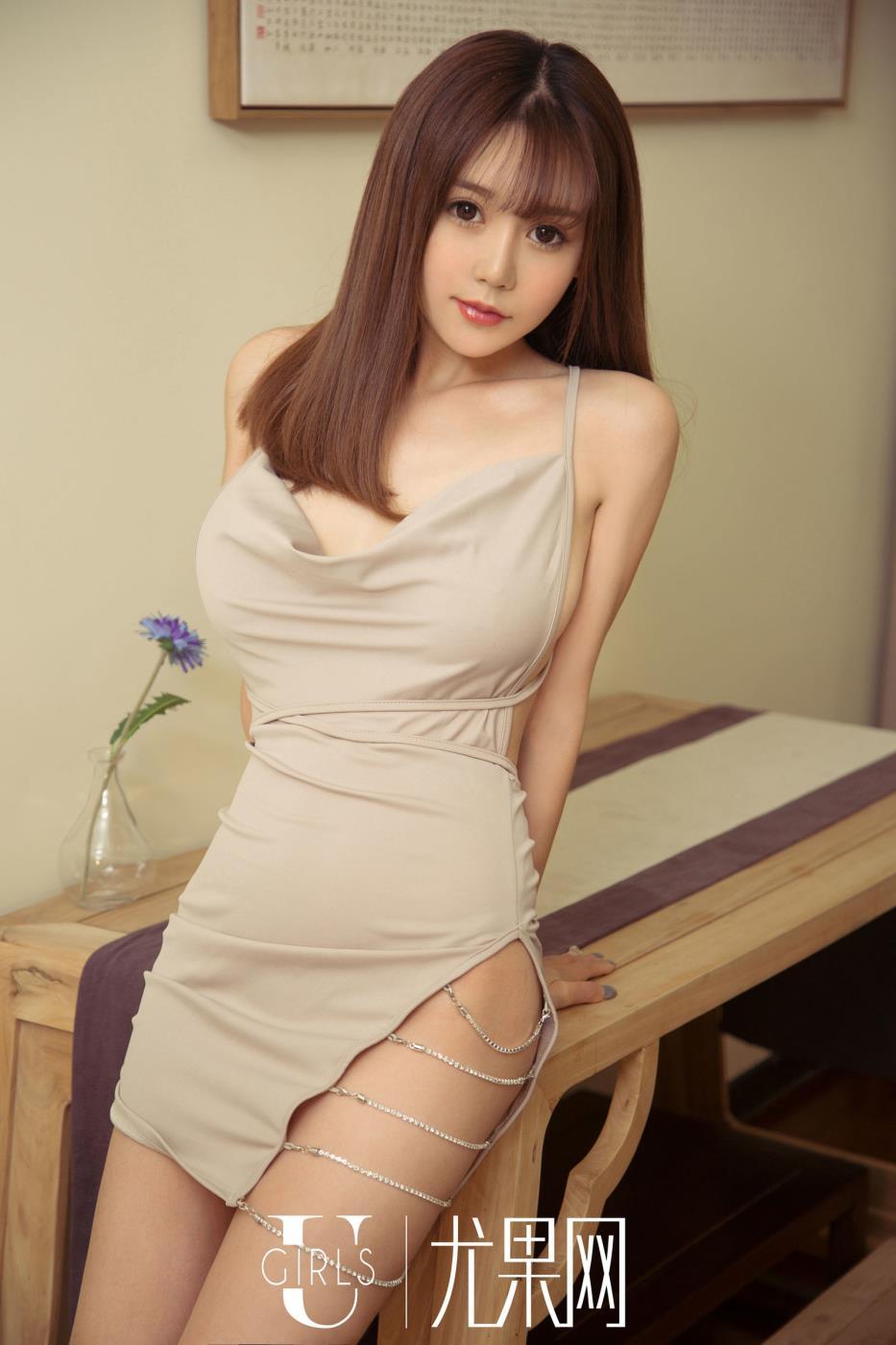 尤果网时尚性感美女模特周心情连衣裙高清写真套图