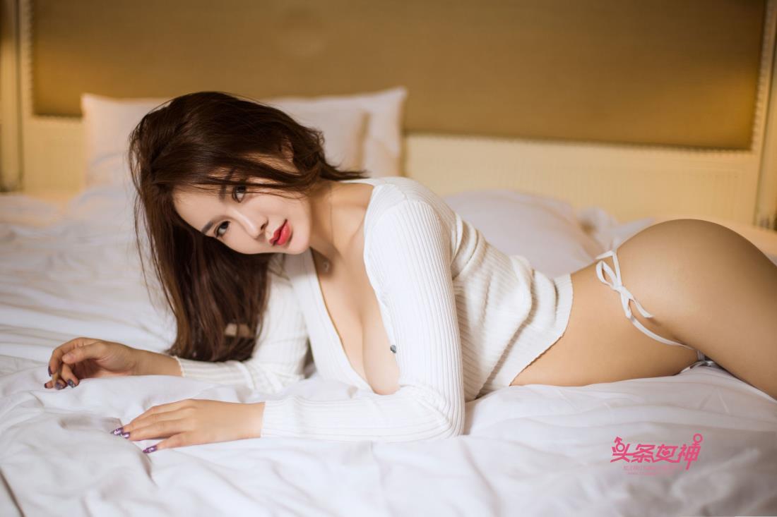 头条女神易阳Silvia火爆身材丰满巨乳美女模特写真