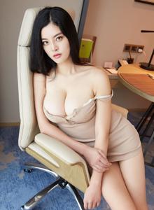 丰满巨乳校花美女索菲娅Sophia修长美腿诱人写真