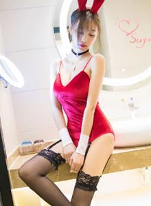 嫩模杨晨晨sugar黑丝吊袜修长美腿浴室湿身性感写真