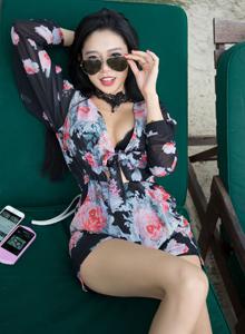 性感妩媚时尚女郎Luvian本能比基尼美女写真图片