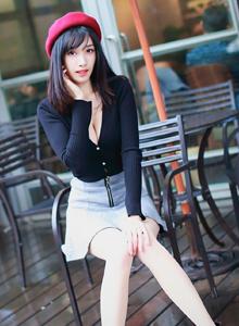 台湾清纯美女段璟乐时尚街拍修长美腿写真图片