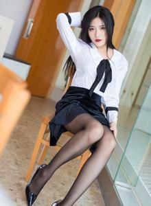 性感美女许诺Sabrina修长美腿黑丝OL制服诱惑