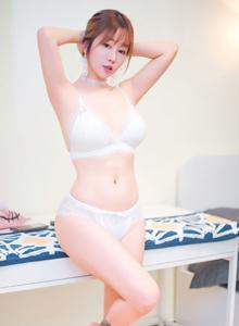 果团网童颜巨乳模特王语纯性感美女翘臀诱人私房写真