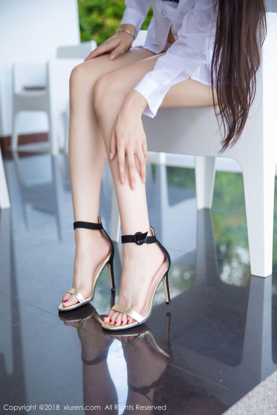 秀人网大长腿美女小热巴白衬衫蕾丝内衣诱惑写真图片