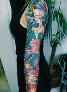 一款适合女生的日式艺妓花臂纹身图案