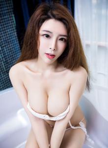 丰臀巨乳美女模特夏小秋浴室内衣诱惑黑丝美腿大尺度