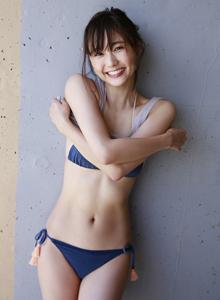 日本美女铃木友菜性感火辣身材撩人大长腿写真图片