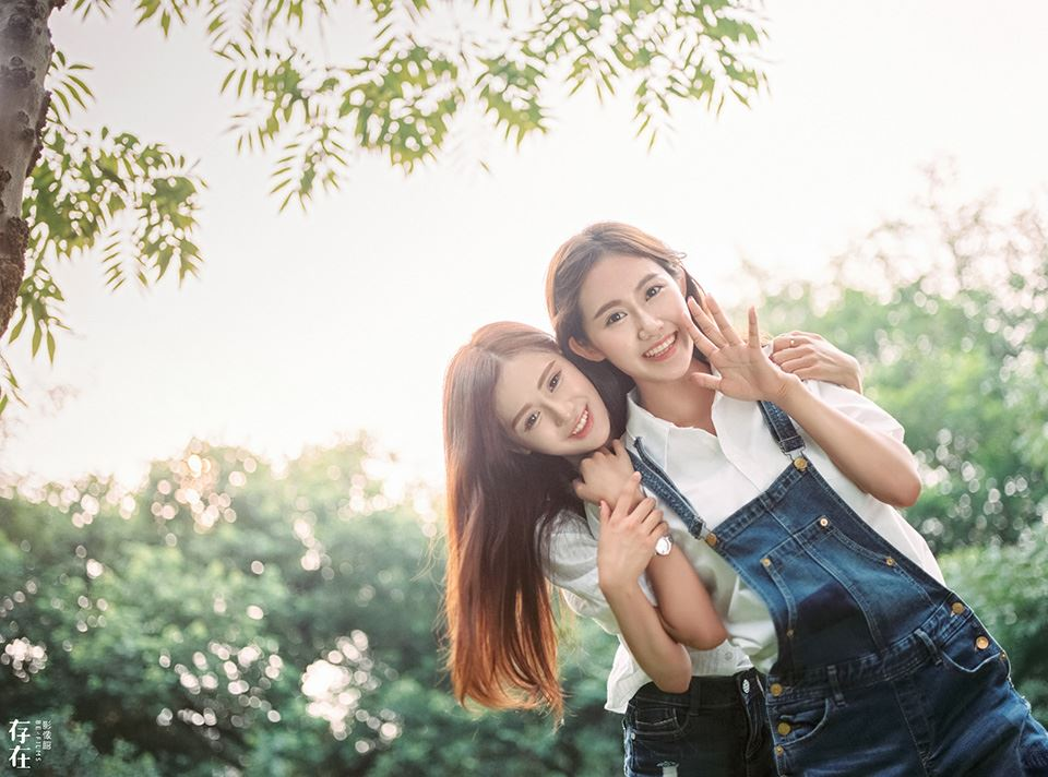 森林系美女姐妹花唯美小清新高清摄影写真图片