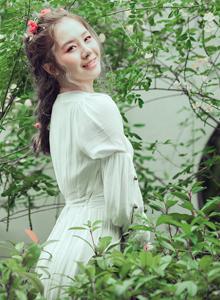 森林系美少女头戴花环连衣裙唯美小清新摄影写真