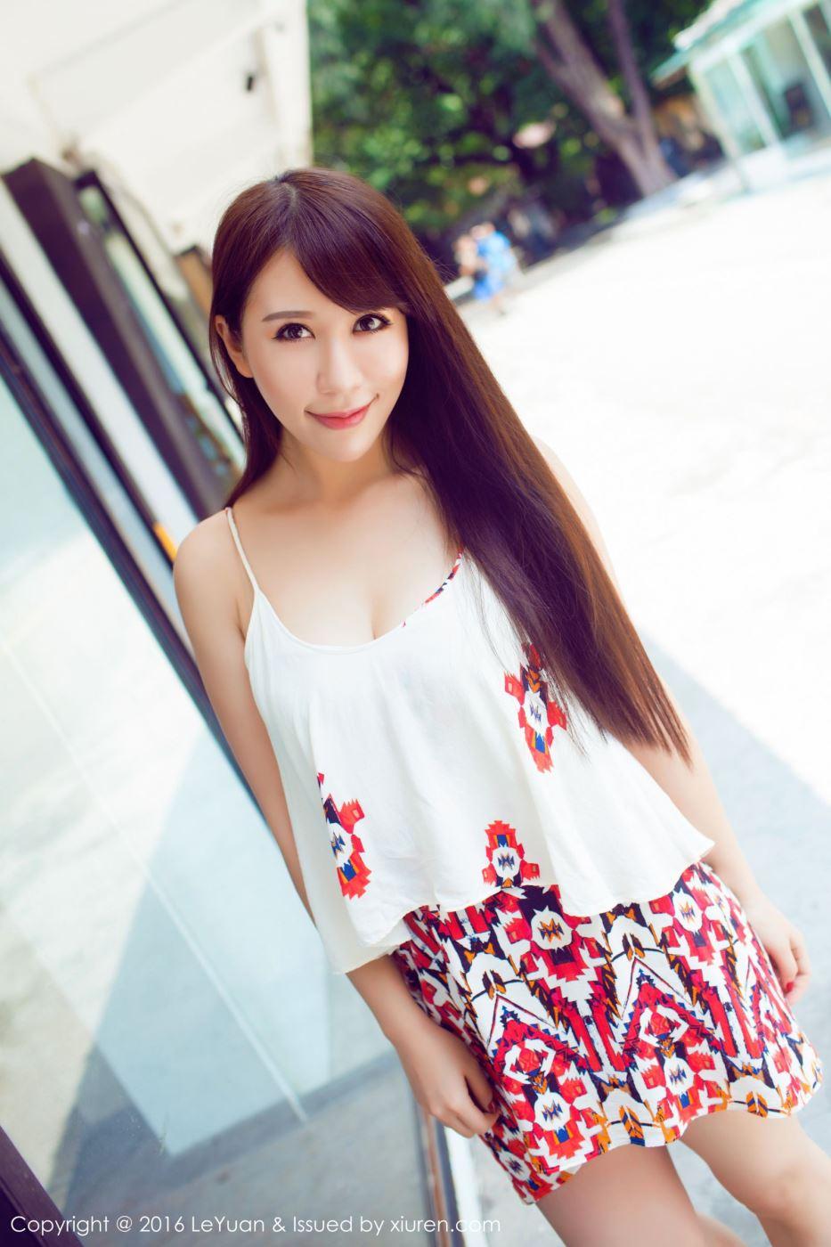 气质清纯美女模特艾惟时尚大气街拍摄影写真图片
