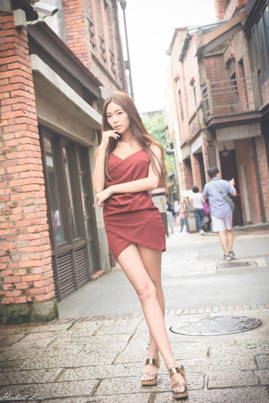 台湾女神时尚性感美女黄上晏修长美腿街拍摄影写真