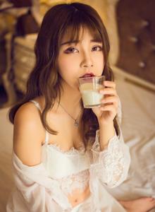 人像摄影清纯美女软妹子蕾丝吊带衫私房写真图片