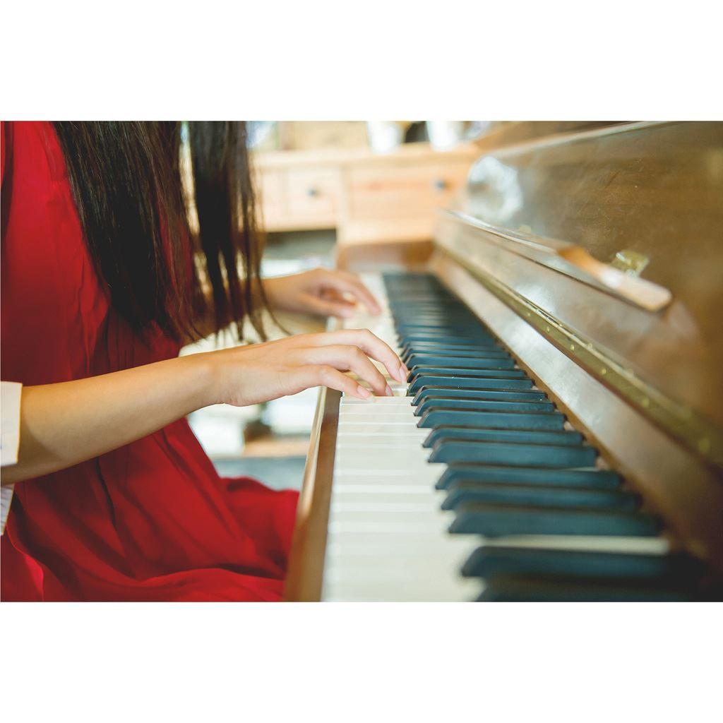 钢琴系文艺女青年清纯可爱校花美女高清写真图片