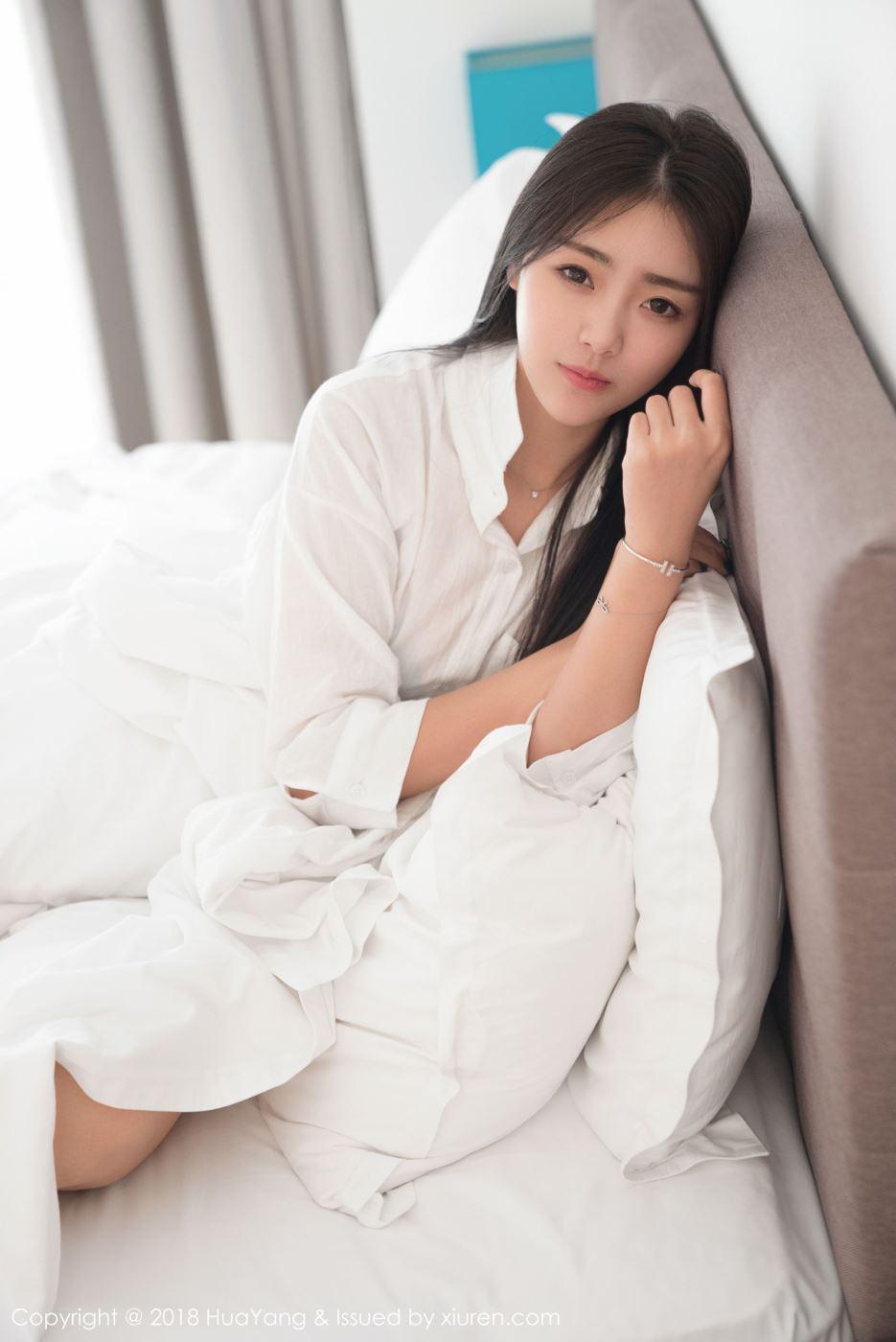 清纯美女模特可乐Vicky白衬衫身材苗条美腿诱人写真图片