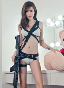 身材火辣性感美女模特蔡乐儿吃鸡少女主题写真套图