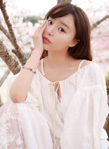波萝社萌妹子童颜巨乳柳侑绮日式装扮主题写真套图