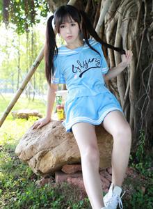 广州大学大长腿校花美女唐雨辰户外清纯靓丽写真图片