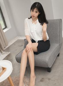 性感大长腿美女模特艾栗栗肉色丝袜美腿诱惑写真