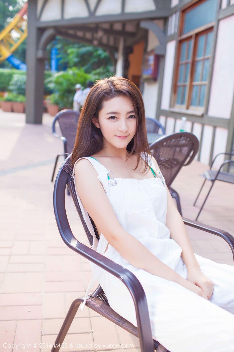 爱蜜社清纯美女模特夏茉GIGI甜美可爱街拍写真系列