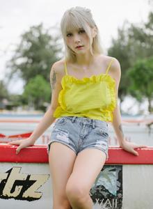 波萝社极品美女尤物童颜巨乳夏美酱粉系毛衣杀手主题写真