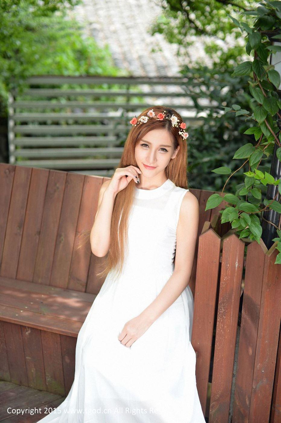 推女神模特艾希Ice清纯美女头戴花环唯美写真图片