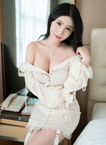 娇嫩白皙美女模特谢芷馨Sindy性感美胸内衣诱惑图片