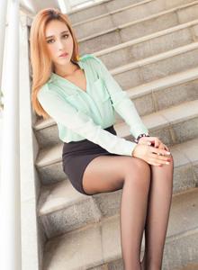 混血儿美女模特Michi_Ho高冷御姐控丝袜诱惑写真图片