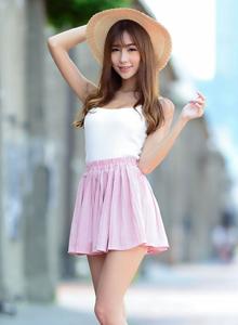 台湾美女时尚清纯美女女神黄上晏高清街拍写真图片