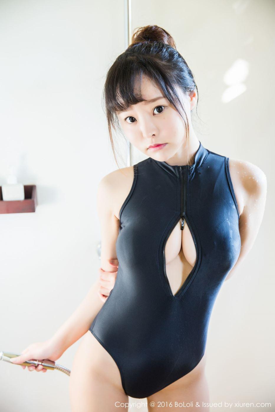网络红人波萝社柳侑绮童颜巨乳萌妹子死库水湿身诱惑