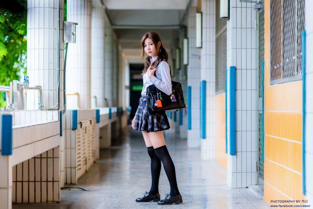 台湾美女小清新校花许琬珍学生服长筒袜大长腿写真图片