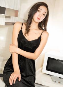 克拉女神氣質美女穆雪兒吊帶睡衣私房大尺度美腿寫真