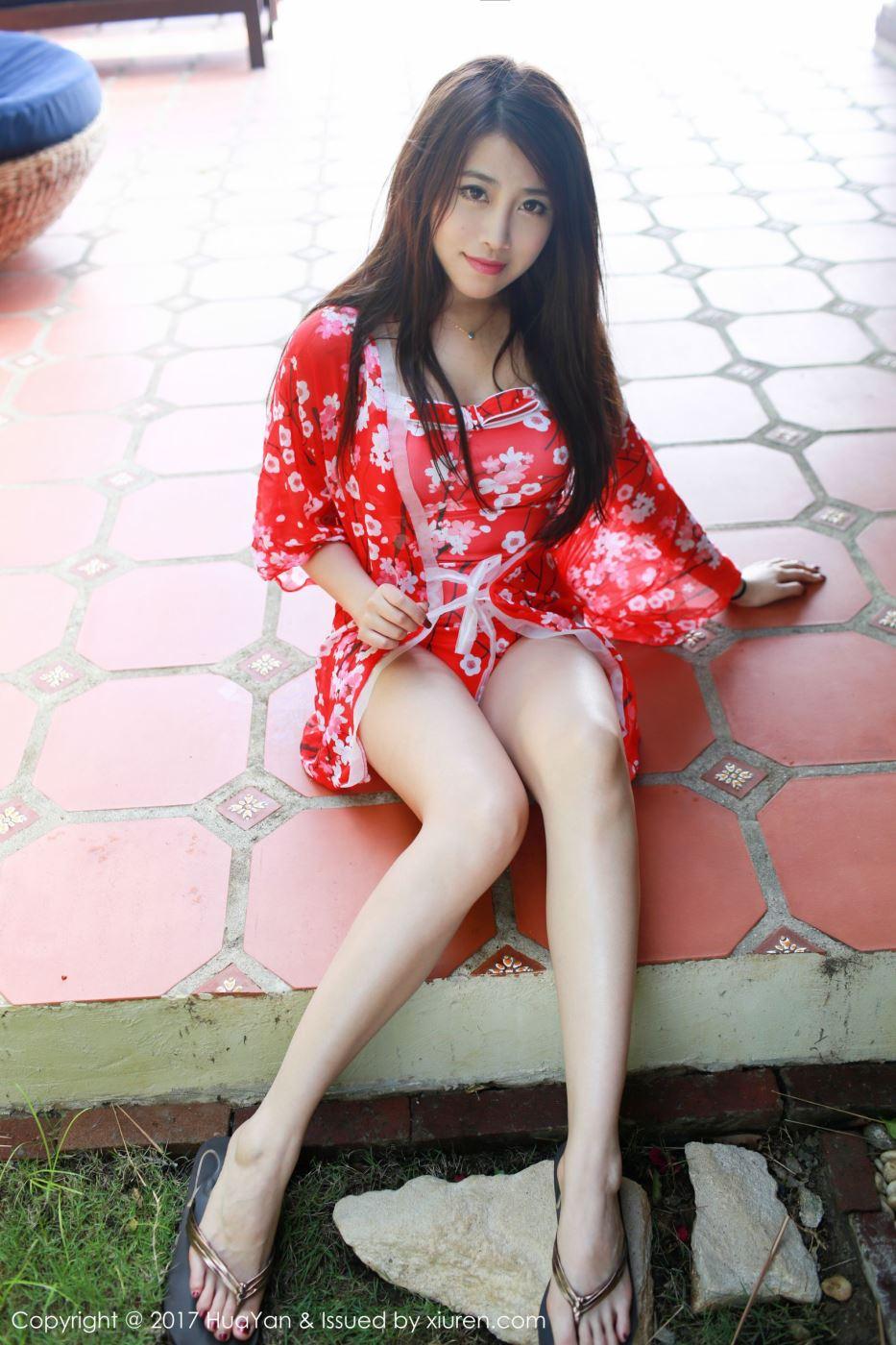 长腿美女许诺Sabrina制服诱惑长筒袜高清美女图片