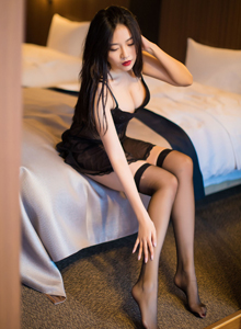 爱蜜社极品美女许诺Sabrina性感黑丝美腿北海道旅拍写真