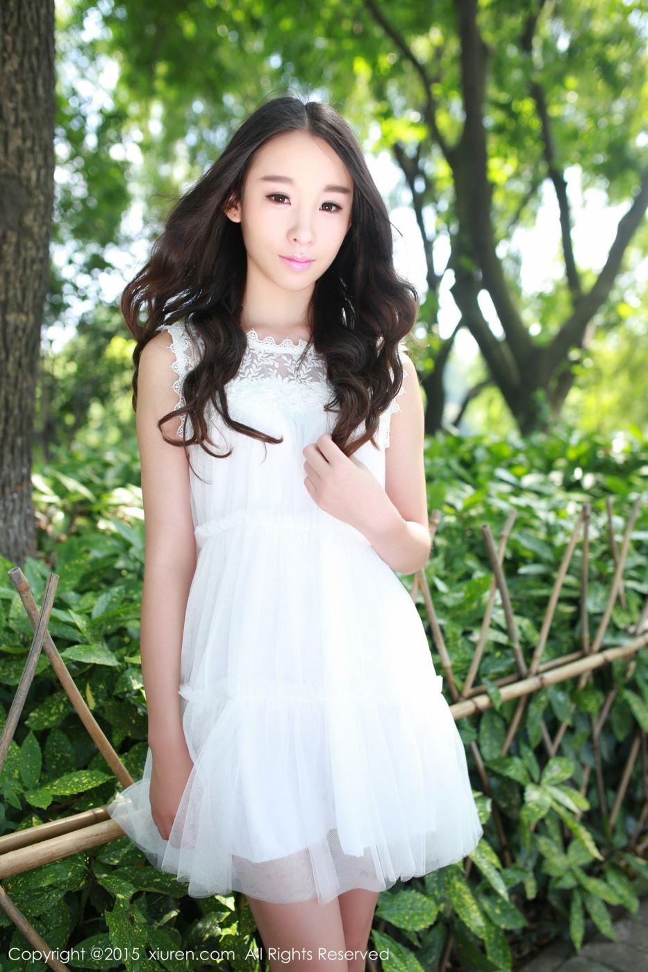 秀人网小清新美女梓萱Crystal白色连衣裙素颜女神写真