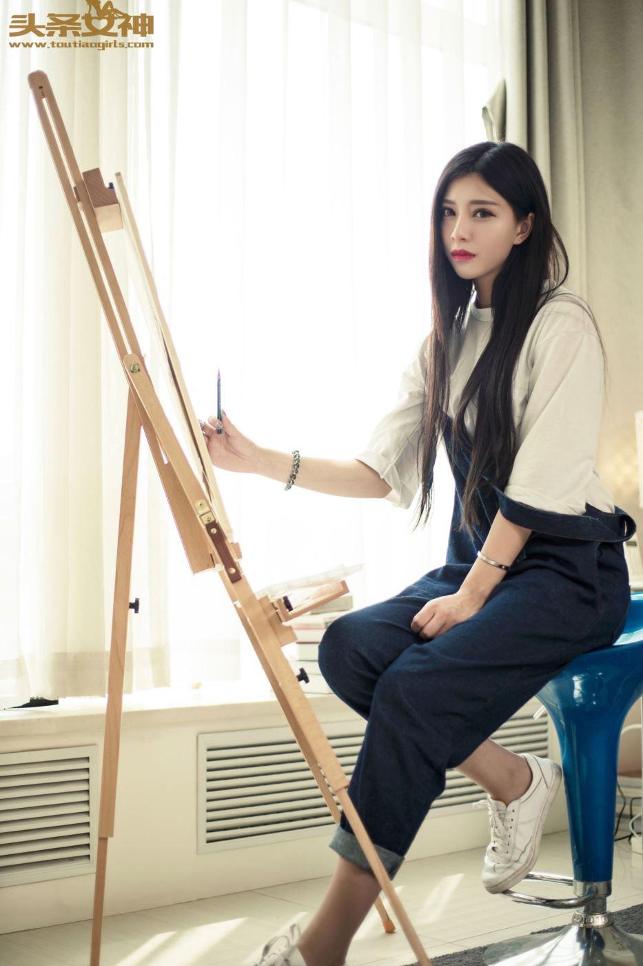 头条女神美女模特陈怡曼油画学生妹真空诱惑套图