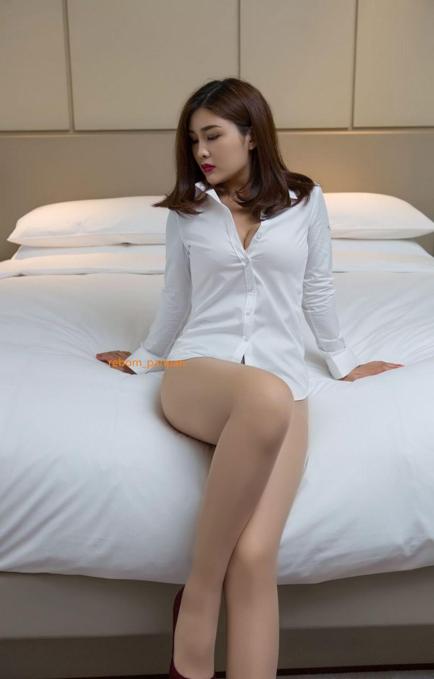 巨乳衬衫女郎网络红人闫盼盼黑丝裸足诱惑无圣光套图