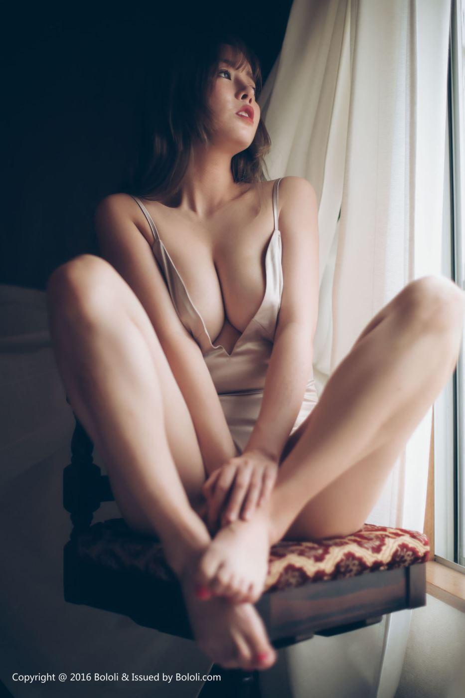 波萝社短发美女尤物王雨纯和服主题乳沟诱人写真图片